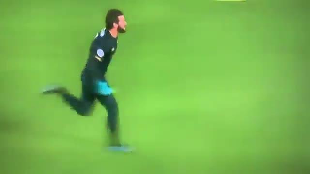 Alisson enloquece con el segundo gol del Liverpool al Manchester United