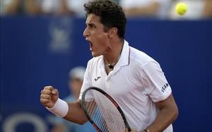 Almagro celebra la victoria ante Ferrer, en Buenos Aires