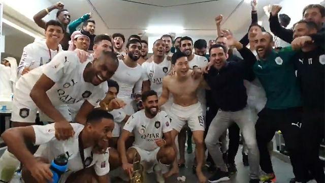 Así celebró Xavi con los jugadores su segundo título