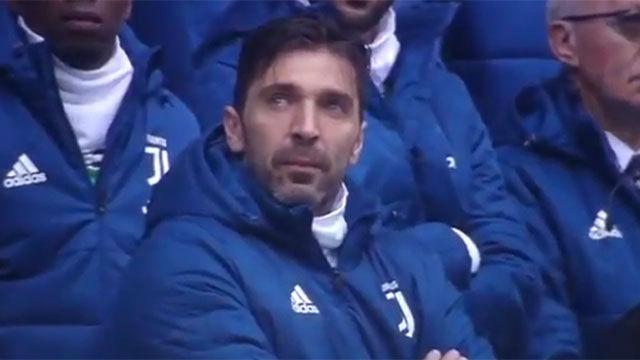 Buffon, muy emocionado durante el minuto de silencio por Astori