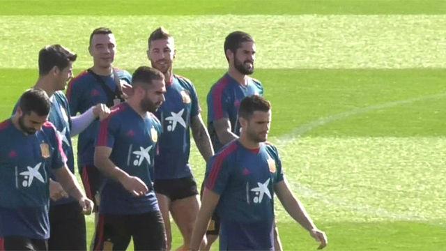 Busquets, Albiol y De Gea, nuevos capitanes de la Roja con Ramos