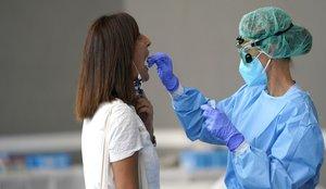 Evitar los espacios cerrados previene el coronavirus, según un nuevo estudio