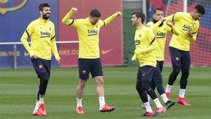 Gerard Piqué, Clément Lenglet y Sergi Roberto durante un entrenamiento del FC Barcelona