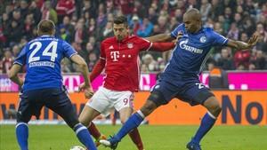 El gol de Lwandowski no fue suficiente ante el Schalke