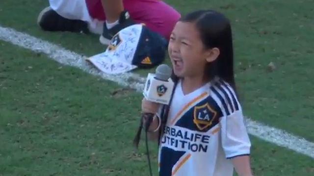 Ibra alucina con una niña de siete años cantando el himno de Estados Unidos
