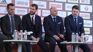 Laso y Doncic, en la rueda de prensa, junto a Itoudis y Sergio Rodriguez