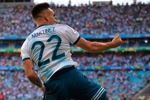 Lautaro Martinez celebra tras marcar contra Qatar en el partido de la Copa América disputado en el Gremio Arena de Porto Alegre el 23 de junio de 2019. Lautaro Martínez ha marcado 18 goles con la selección absoluta.