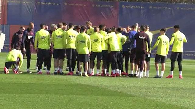 Los jugadores del Barça recibieron a Braithwaite... con collejas