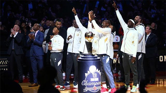 Los Raptors recibieron el anillo de campeones