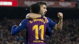 Luis Suárez y Ousmane Dembélé celebran un gol del Barça frente al Celta en LaLiga 2018/19