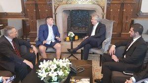 Matías Morla, (primero por la derecha) en una reunión junto a Maradona (segundo por la izquierda)