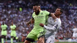 Otamendi disputa un balón con Cristiano en las semifinales de Champions del año pasado