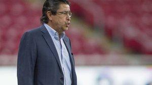 Tena deja de ser técnico de Chivas