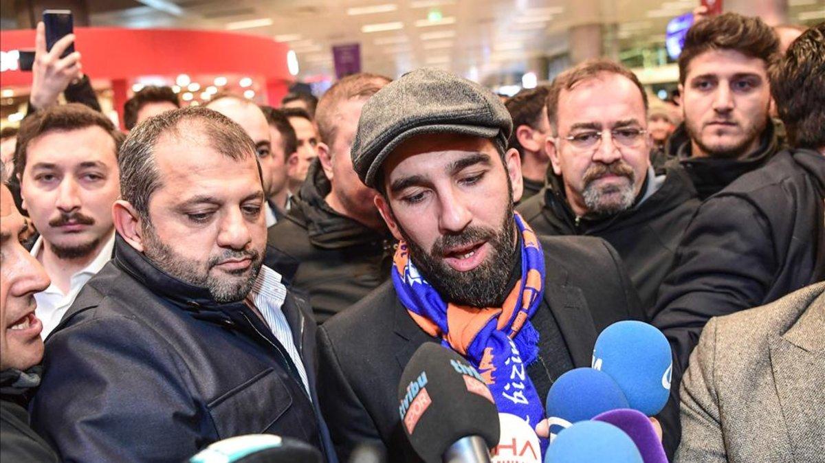 Arda Turan agrede a un famoso cantante turco