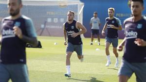 Arthur Melo, durante el entrenamiento del Barça de este martes en la Ciudad Deportiva Joan Gamper