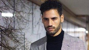 Asraf Beno se salta las normas de tráfico por consultar el móvil | ABC