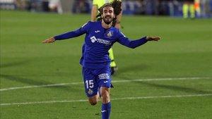 Cucurella marcó un gran gol con la pierna diestra