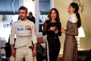 ernando Alonso (i) acompañado de su novia, la modelo Linda Morselli (d) y la empresaria Ana Paula Junqueira (c), posa para una fotografía hoy, miércoles 7 de noviembre de 2018, durante un acto promocional en Sao Paulo (Brasil) previo al Gran Premio d
