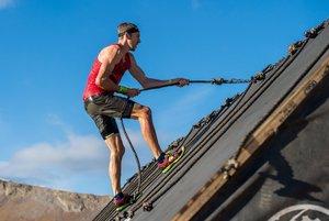 Foto distribuida por Spartan Race el 6 de diciembre de 2018, el campeón británico en la carrera de obstáculos Jonathan Albon compite en una Carrera por el Campeonato del Mundo Spartan en North Tahoe Lake, Olympic Village, California.