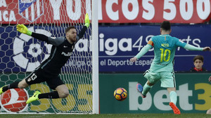 Leo Messi anotó en el Vicente Calderón su vigésimo gol en el campeonato de Liga 2016-17