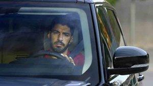 Luis Suárez busca una salida del Barcelona