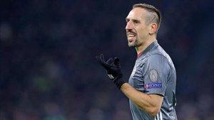 Ribéry volvió a ser titular en el empate contra el Ajax que clasificó al Bayern como primero de grupo