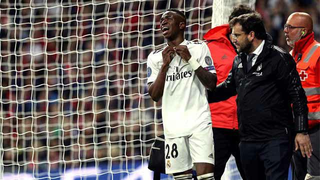 Vinicius salió del terreno de juego roto de dolor