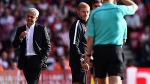 El árbitro Craig Pawson expulsó a Mourinho en Southampton