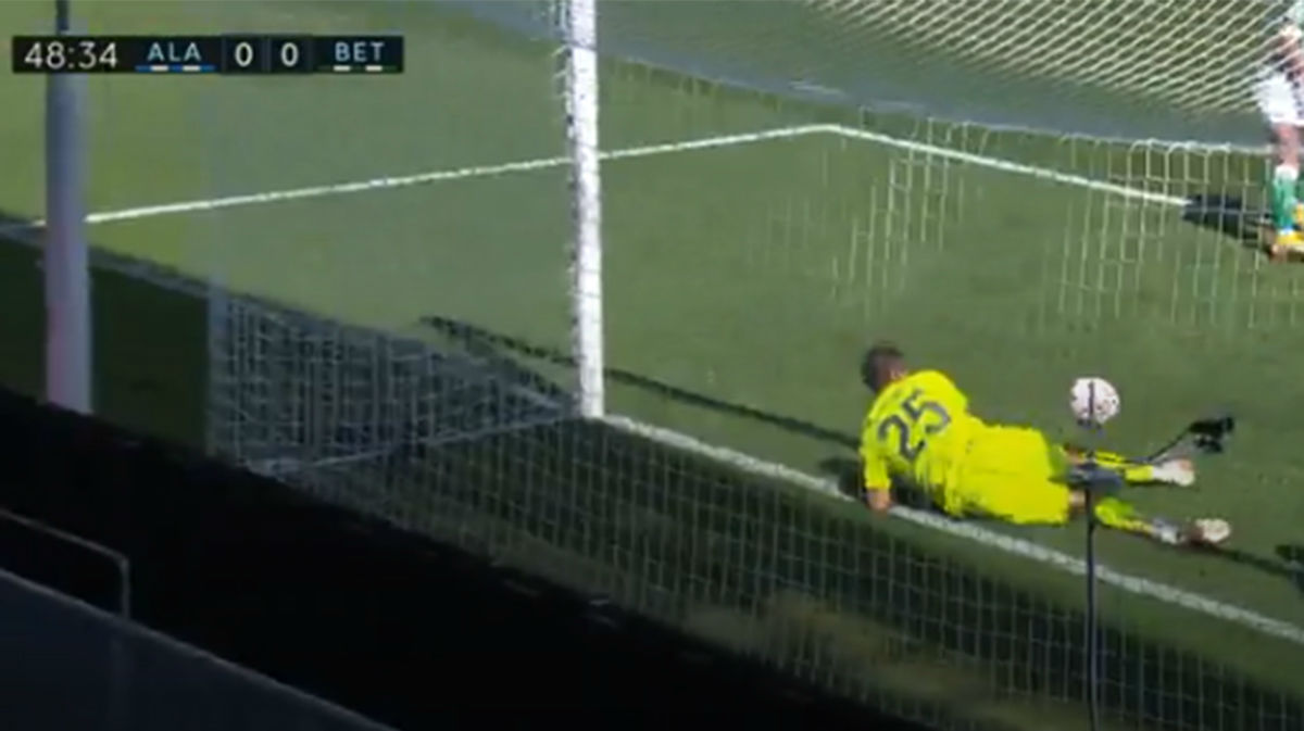 ¡Bravo ha vuelto a LaLiga en plena forma! Espectacular parada en línea de gol