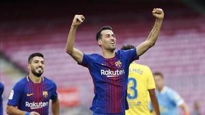 Busquets celebra el gol que abrió el marcador ante Las Palmas