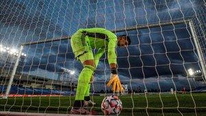 Courtois encajó tres goles ant el Shakhtar Donetsk
