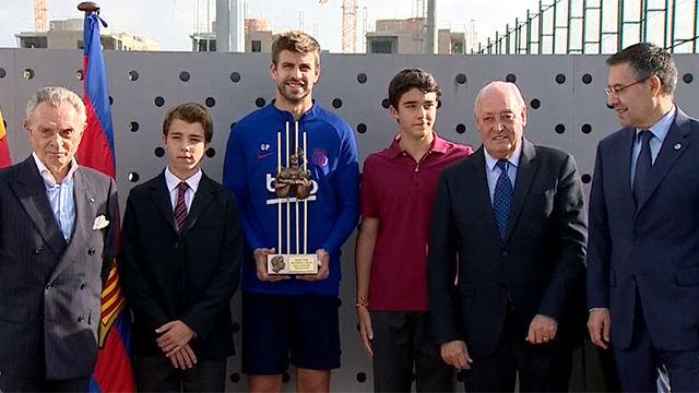 Gerard Piqué recibió el premio Aldo Rovira