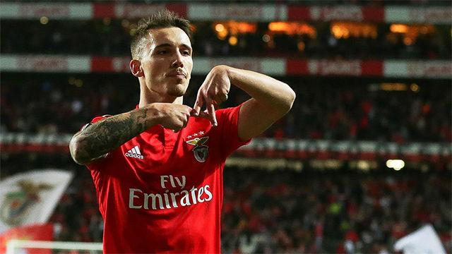 Grimaldo trazó la parábola perfecta para clasificar al Benfica