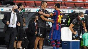 Jorge Almirón, entrenador del Elche CF, intercambió unas palabras con su compatriota Leo Messi