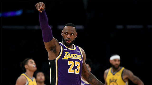 LeBron humilla a los Warriors