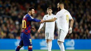 Leo Messi y Karim Benzema al final del Barça-Real Madrid de La Liga 2019/20