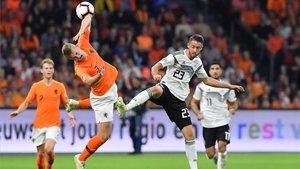 De Ligt, en un lance del pasado Holanda-Alemania