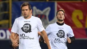 Los jugadores de la Lazio, con camisetas de Ana Frank