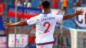 Matías Laborda, luciendo el dorsal 2 de Nacional de Montevideo