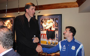 Messi, junto a Gheorghe Muresan