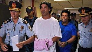 Ronaldinho y su hermano continuarán preventivamente en una cárcel de Asunción