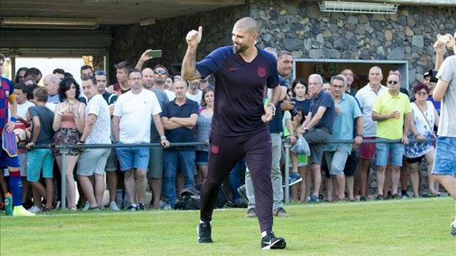 Víctor Valdés debuta en el banquillo del Juvenil A del Barça