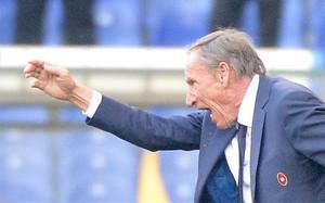 Zeman presentó su dimisión como técnico del Cagliari