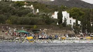 1.500 nadadores/as se han dado cita en Cadaques