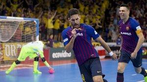 Adolfo firmó el 3-0 en los mejores momentos de un Barça desatado