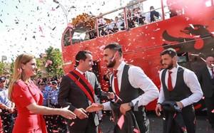 Albania recibió a sus jugadores con honores