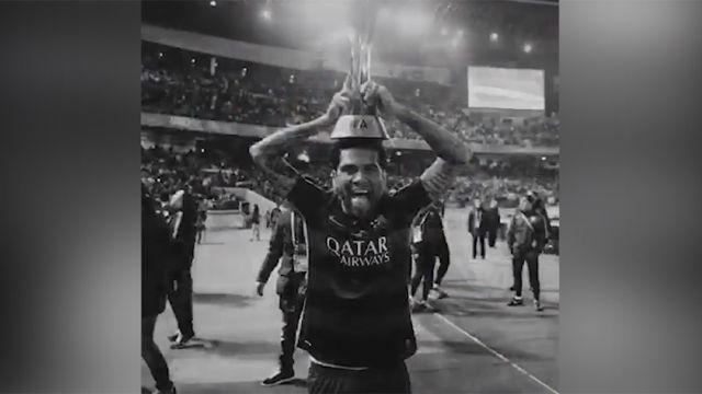 Alves agradece el apoyo tras convertirse en el futbolista con más títulos de la historia