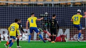 El Cádiz derrotó al Barça y deja a los azulgranas lejos del liderato