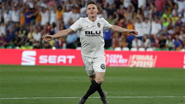 Cuatro toques, verticalidad y gol: así adelantó Gameiro al Valencia