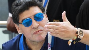 "2c680fd168a1 Maradona se ofrece ""gratis"" como seleccionador de Argentina VIDEO"